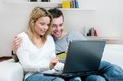 Junges Paar sucht Online-Gemeinschaftskonto